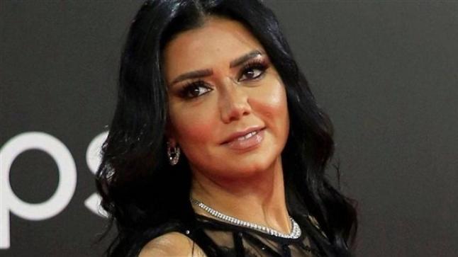 """رانيا يوسف تحلم بالزواج و ترتدي الحجاب في """"صندوق الدنيا"""""""