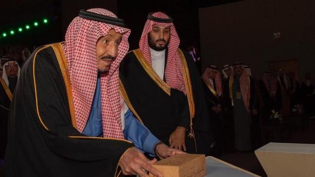 العاهل السعودي يضع حجر الاساس لمشروع تطوير الدرعية بتكلفة تبلغ 64 مليار ريال